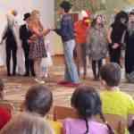 Театральная студия в гостях у малышей